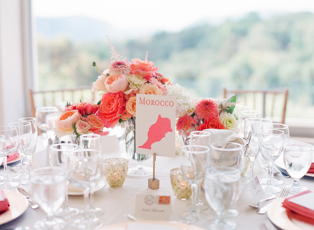 Elizabeth from Fleurescent absolutely nailed the coral, peach and pink color scheme that Kim envisioned!