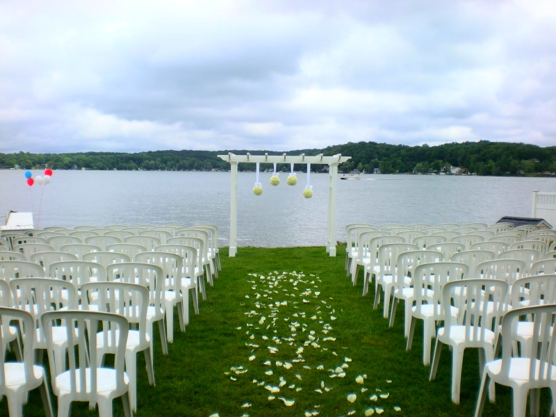 Beautiful lakefront weddings make Bay Pointe Inn and idyllic setting to be wed.