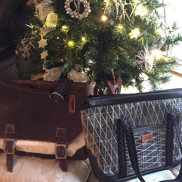 A very Merry Christmas @mamukko brothers 🙏🏻 😄The family were thrilled with the wonderful #Mamukko made bags 💼 found under the tree 🌲this morning 👌🏻 Thanks guys, the bags are truly special & awesome 🙏🏻 #oneofone #perfectgifts #grateful  Wishing you both the very best for 2017 👍🏻 #GreaterThingsAreYetToCome #windinyoursails #mamukkomagic #GoYourOwnWay