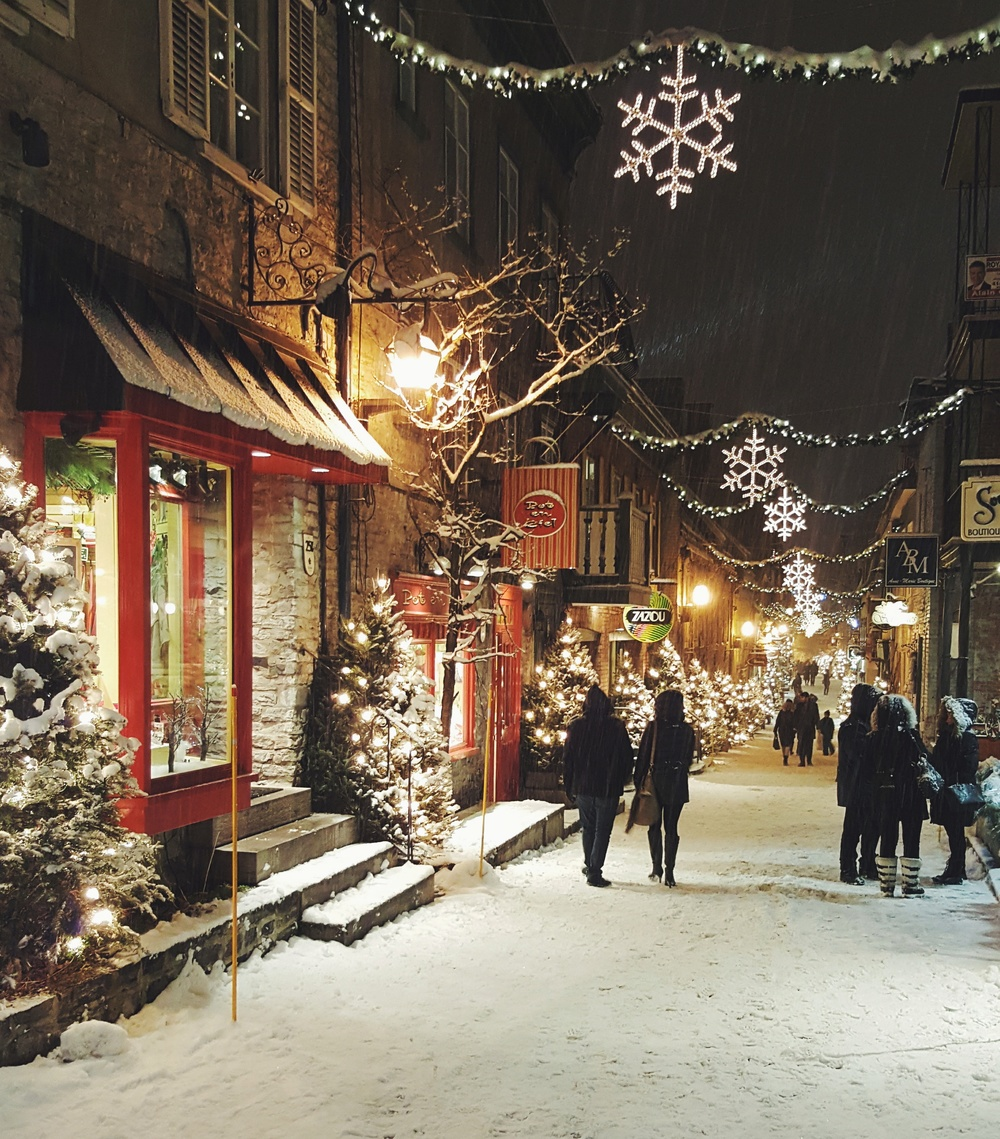 Shopping / walking through a snowglobe in the Lower Town.