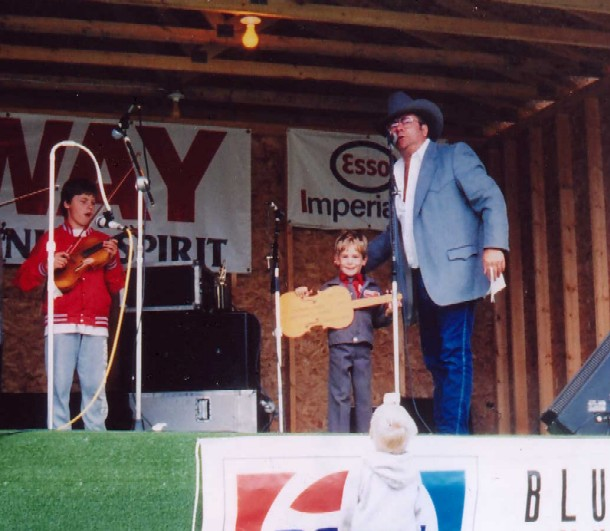 1989 - Chuck Skinner with junior contestants