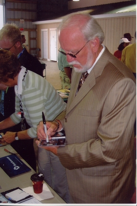 2005 - Doyle Lawson signing autographs