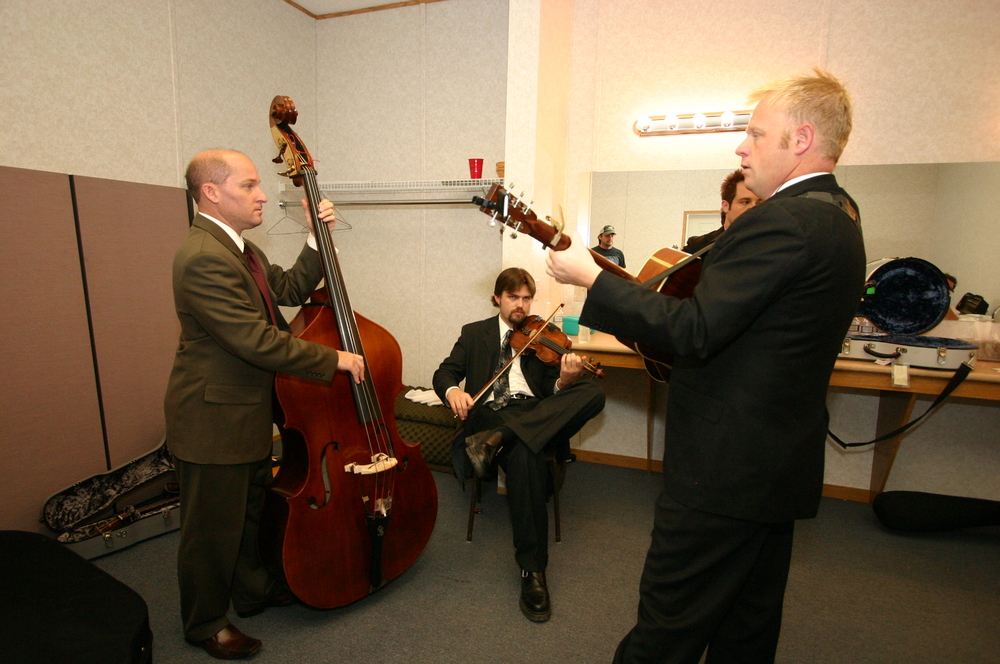 2010 - Dailey & Vincent warming up backstage