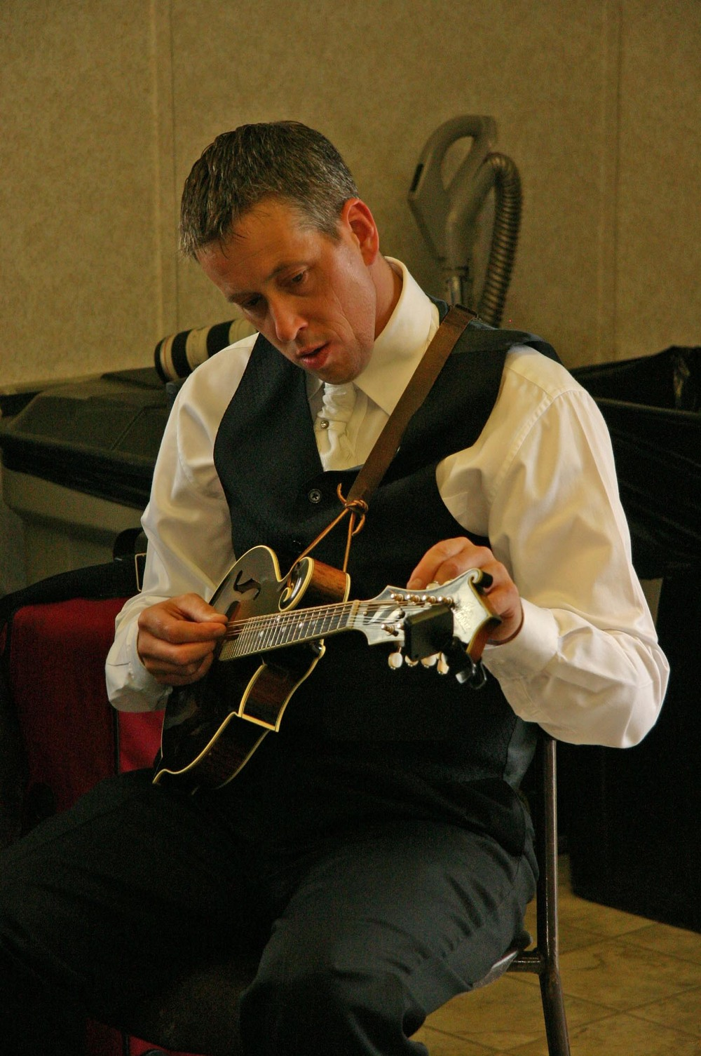 2010 - Gary Dalrymple of the Spinney Brothers backstage