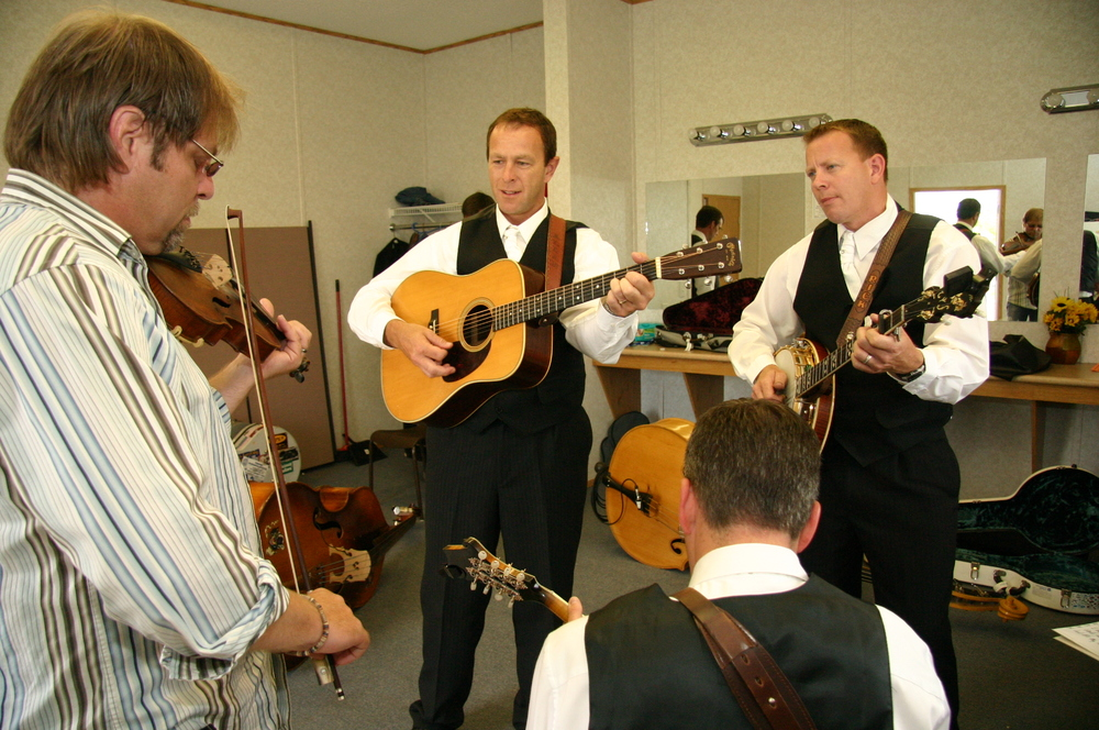 2010 - The Spinney Brothers warming up backstage