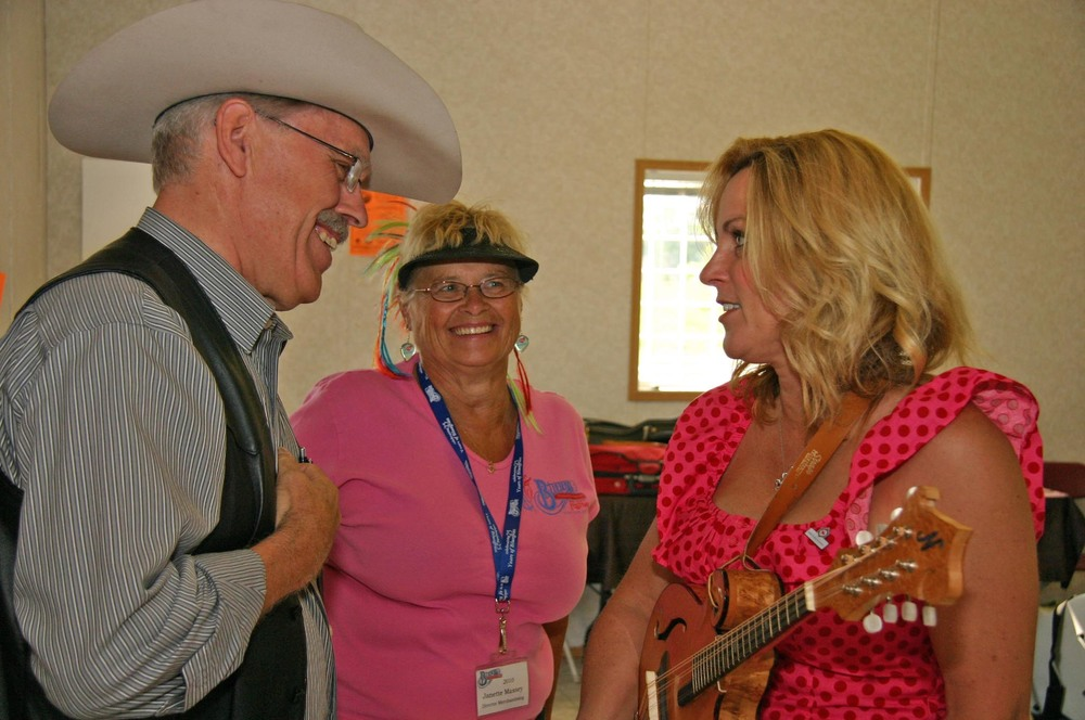 2010 - George McKnight, Janette Massey & Rhonda Vincent backstage