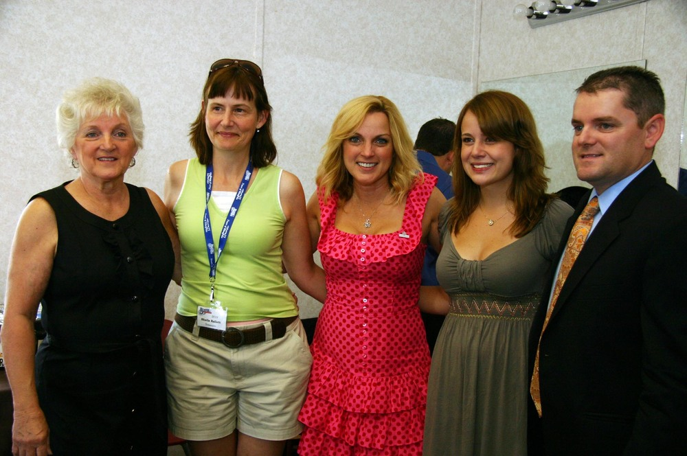 2010 - The Vincents backstage with Blueberry treasurer Sheila Hallett and daughter Erin Kushniruk
