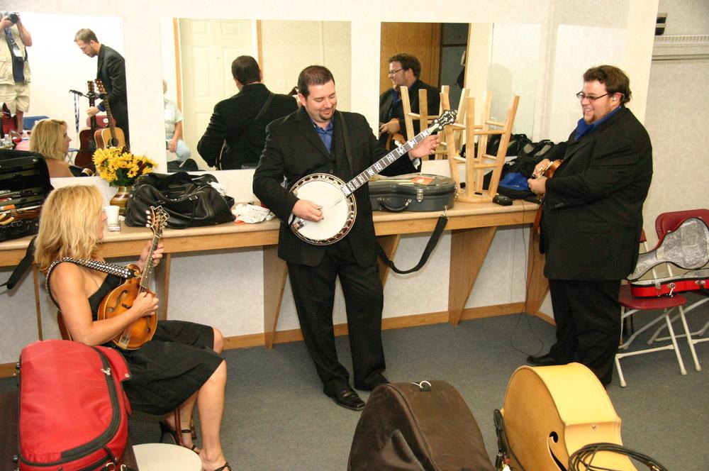2010 - Rhonda Vincent, Aaron McDaris & Hunter Berry warming up backstage