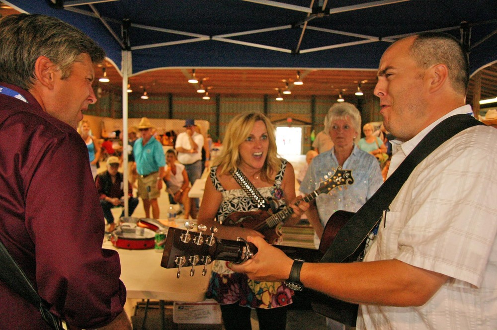 2010 - Rhonda Vincent jamming with the Gibson Brothers