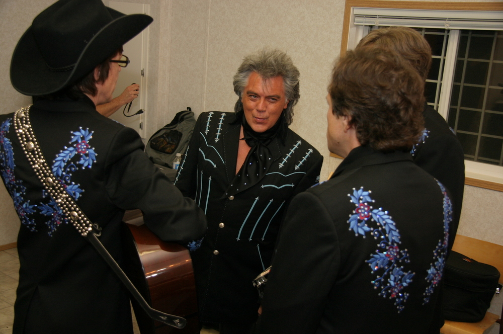 2009 - Marty Stuart & his boys warming up backstage