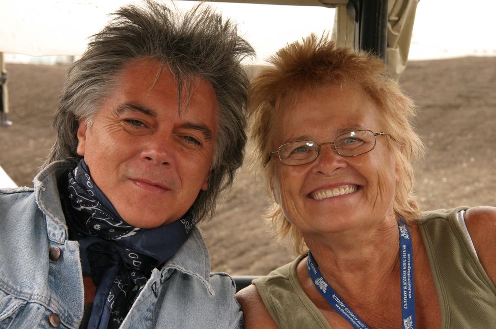 2009 - Marty Stuart & Blueberry Volunteer Janette Massey