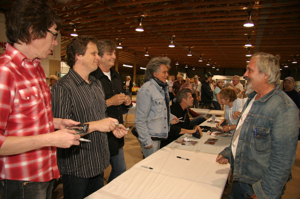 2009 - Marty Stuart & the Superlatives at the autograph table