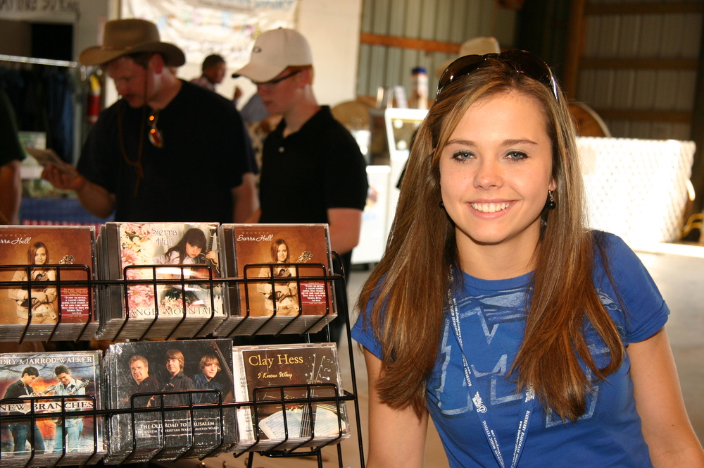 2009 - Sierra Hull at the autograph table