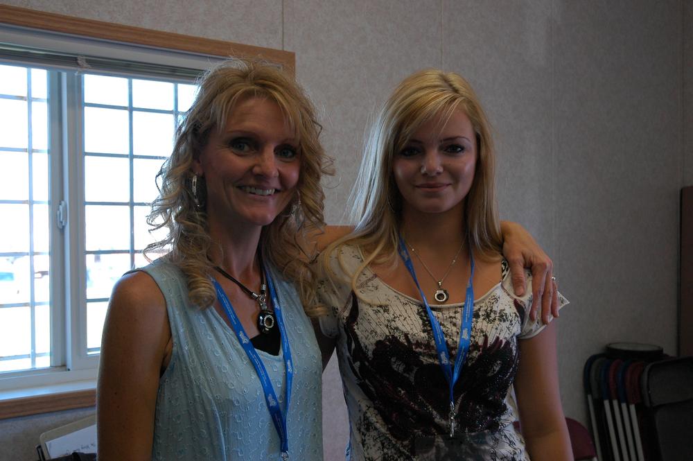 2012 - JoLynn & Justine Larsgard backstage - The Larsgard Family