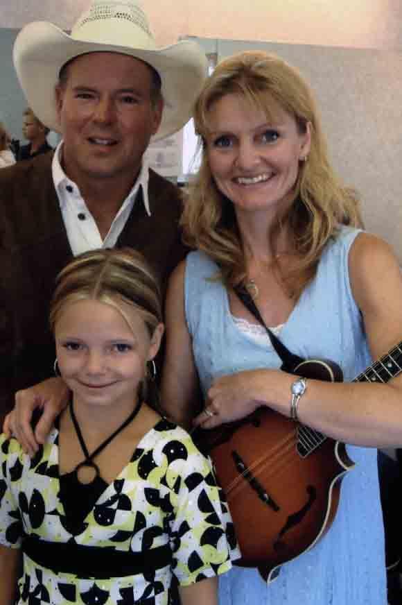 2008 - Darin, JoLynn & daughter Justine of the Larsgard Family