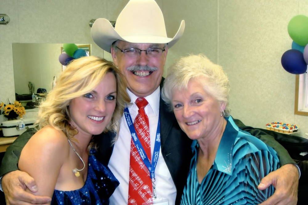 2010 - Rhonda & Caroline Vincent with George McKnight