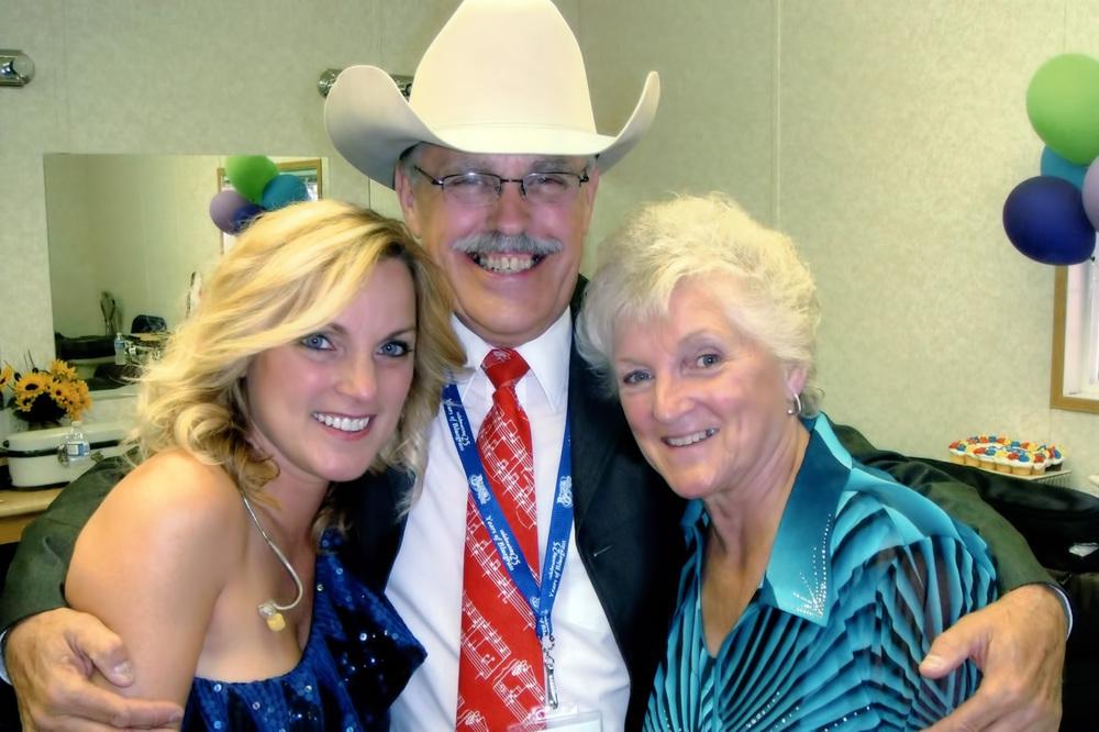 2010 - Rhonda & Caroline Vincent with George McKnight
