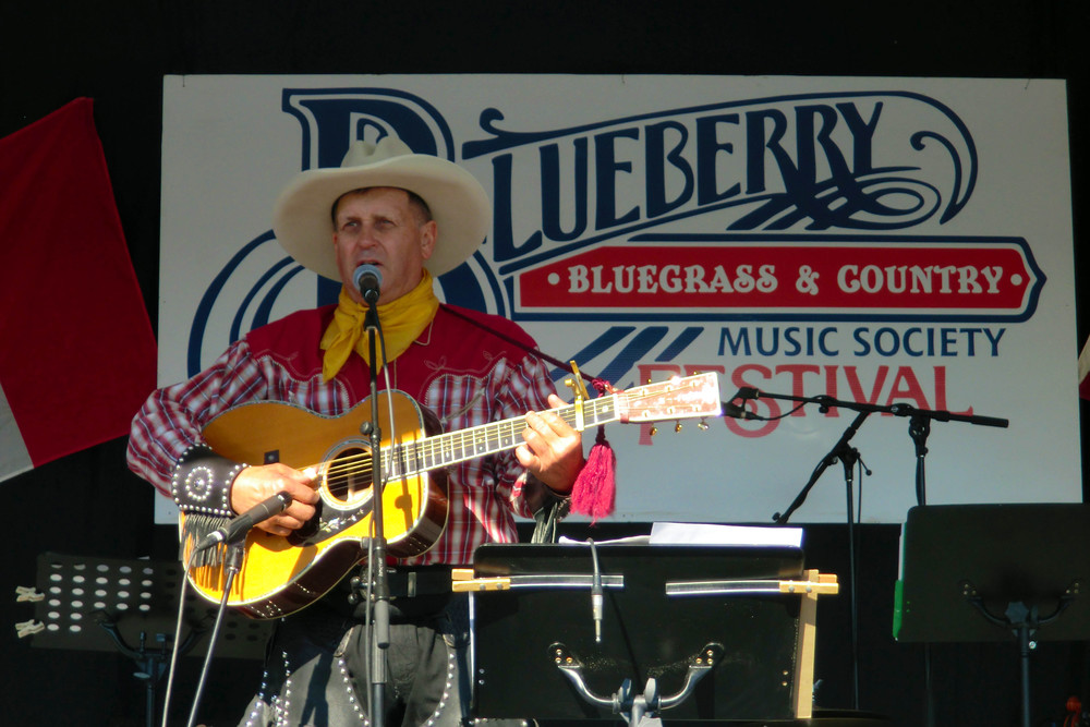 2011 - Randy Hollar - Canadian Country Music Legends