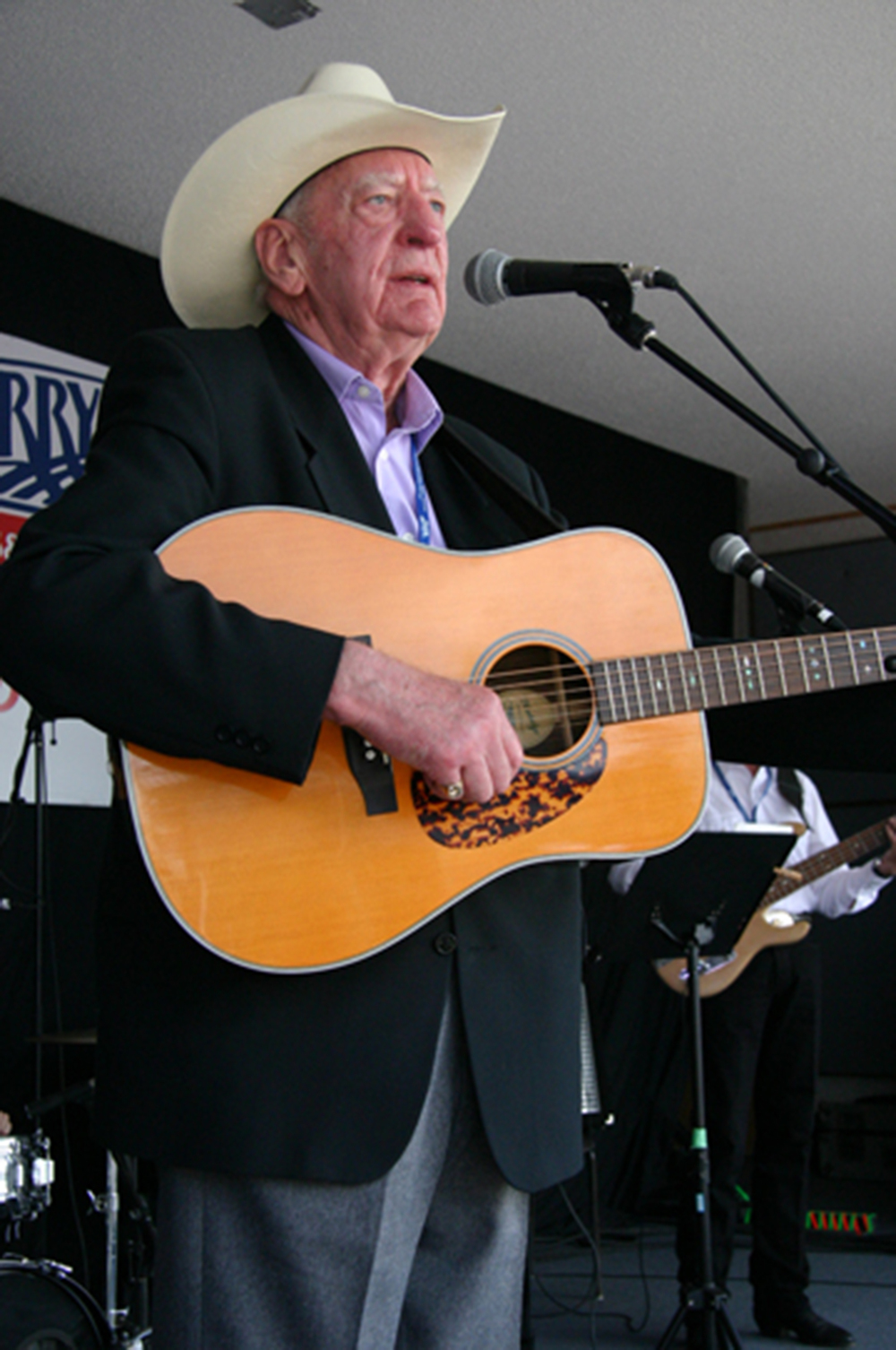 2011 - Bev Munro - Canadian Country Music Legends