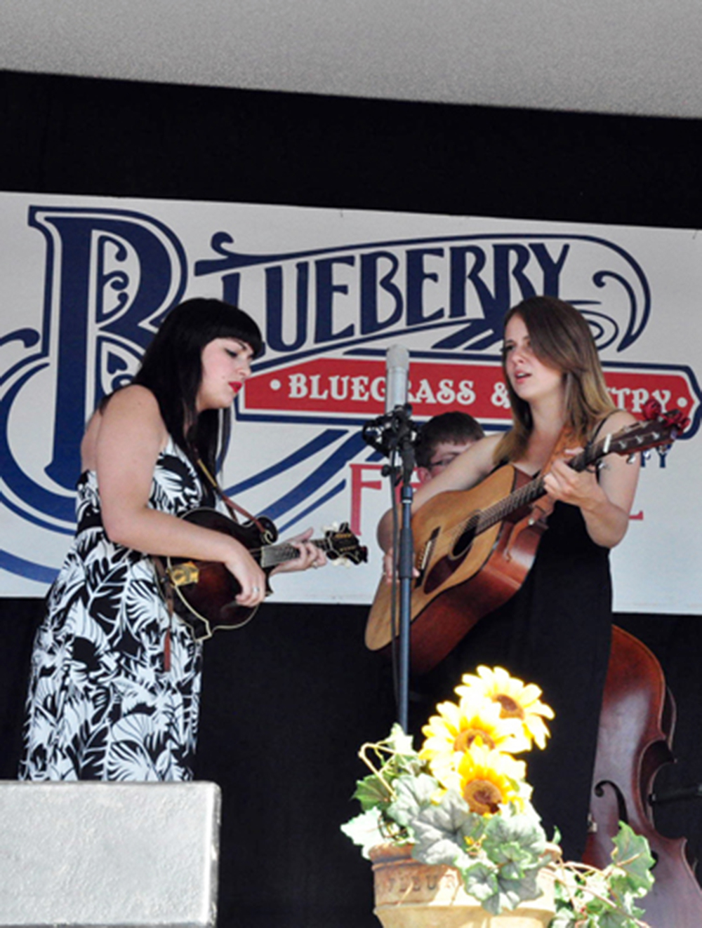 2011 - The Kayla & Erin Show