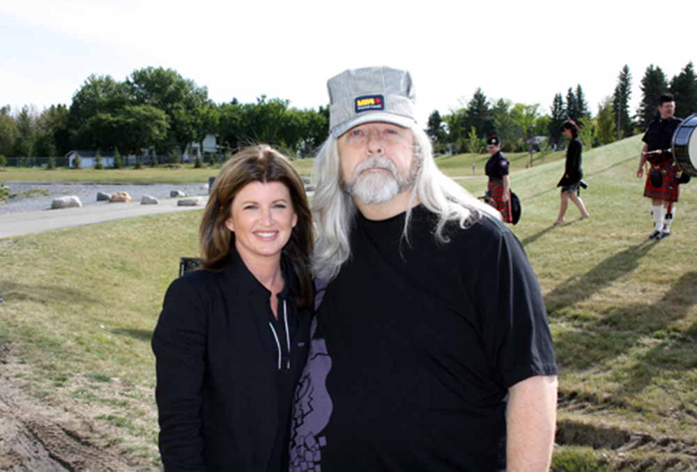 2011 - The Right Honourable Rona Ambrose & Blueberry President Norm Sliter