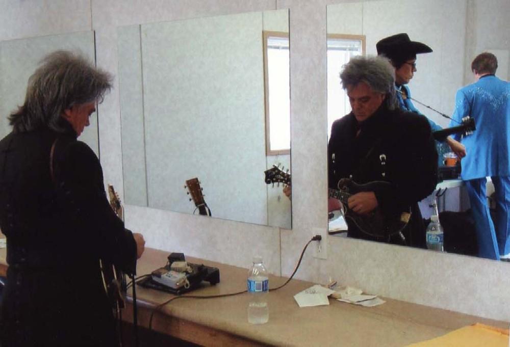 2009 - Marty Stuart & the boys tuning up backstage