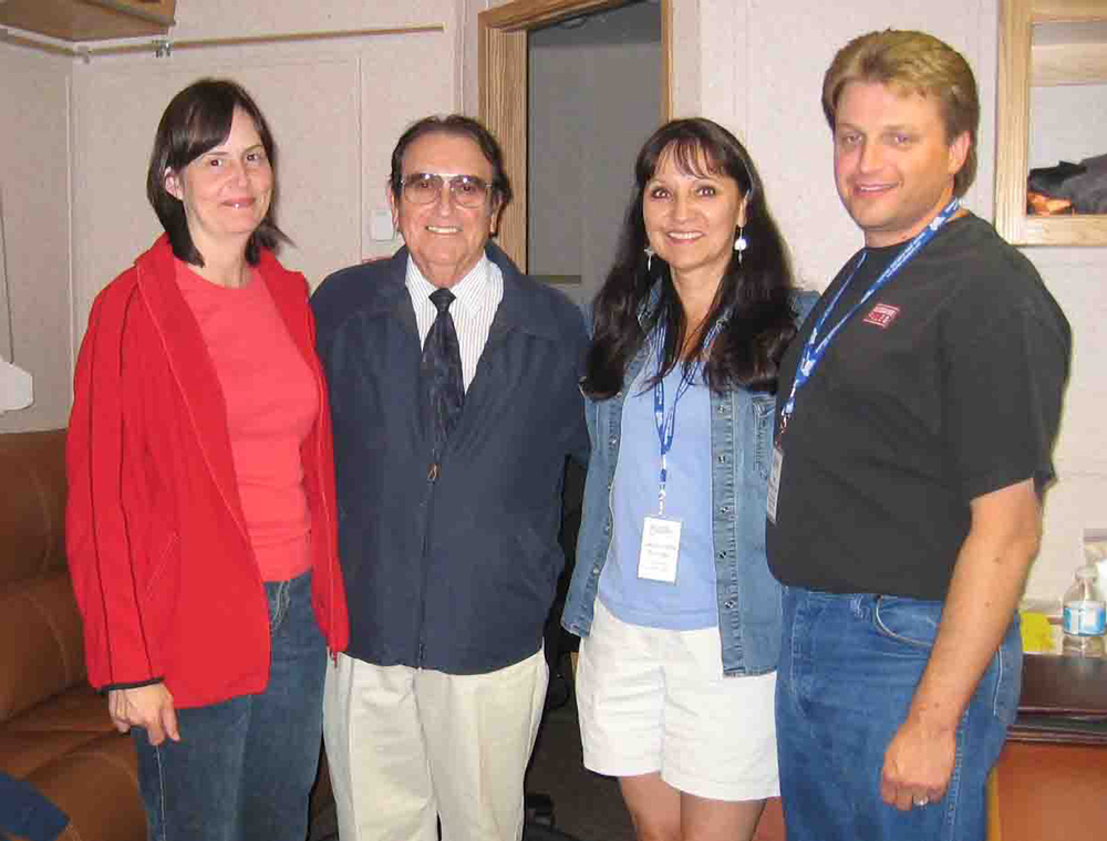 2007 - Sheila Hallett, Blueberry Treasurer Jeannette Sinclair & Blueberry Webmaster Kenny Mak with Bobby Osborne