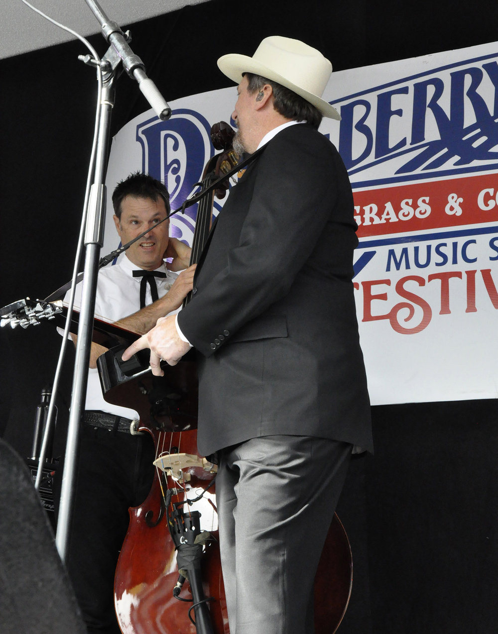 Jerry Douglas & Barry Bales of The Earls of Leicester