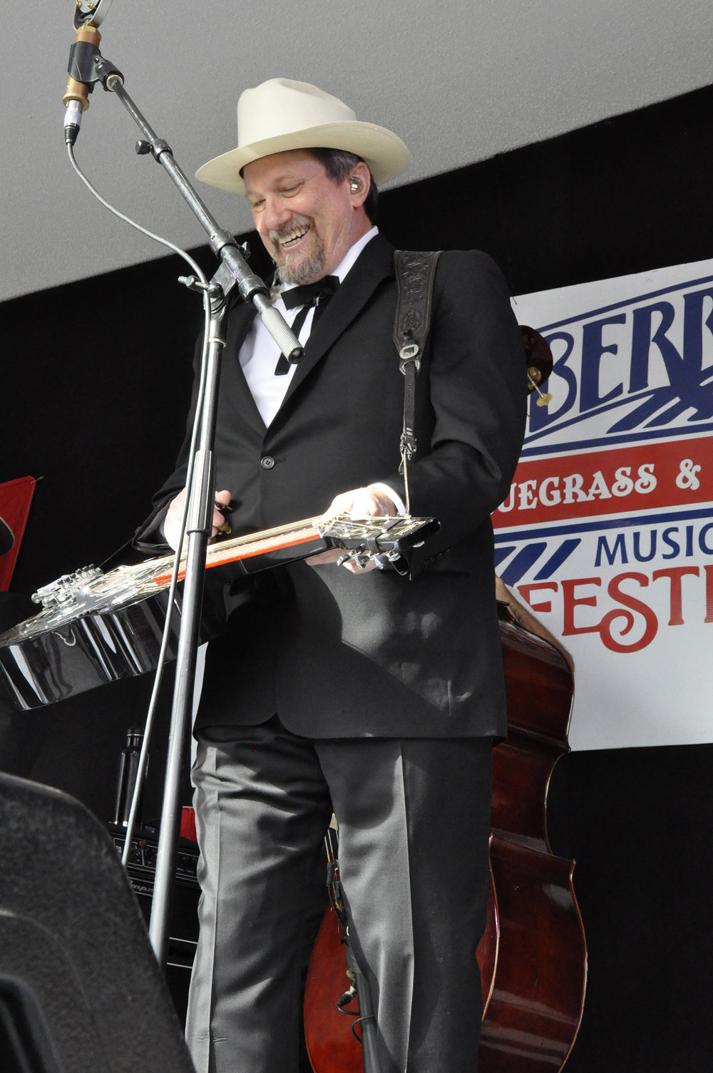 Jerry Douglas of The Earls of Leicester
