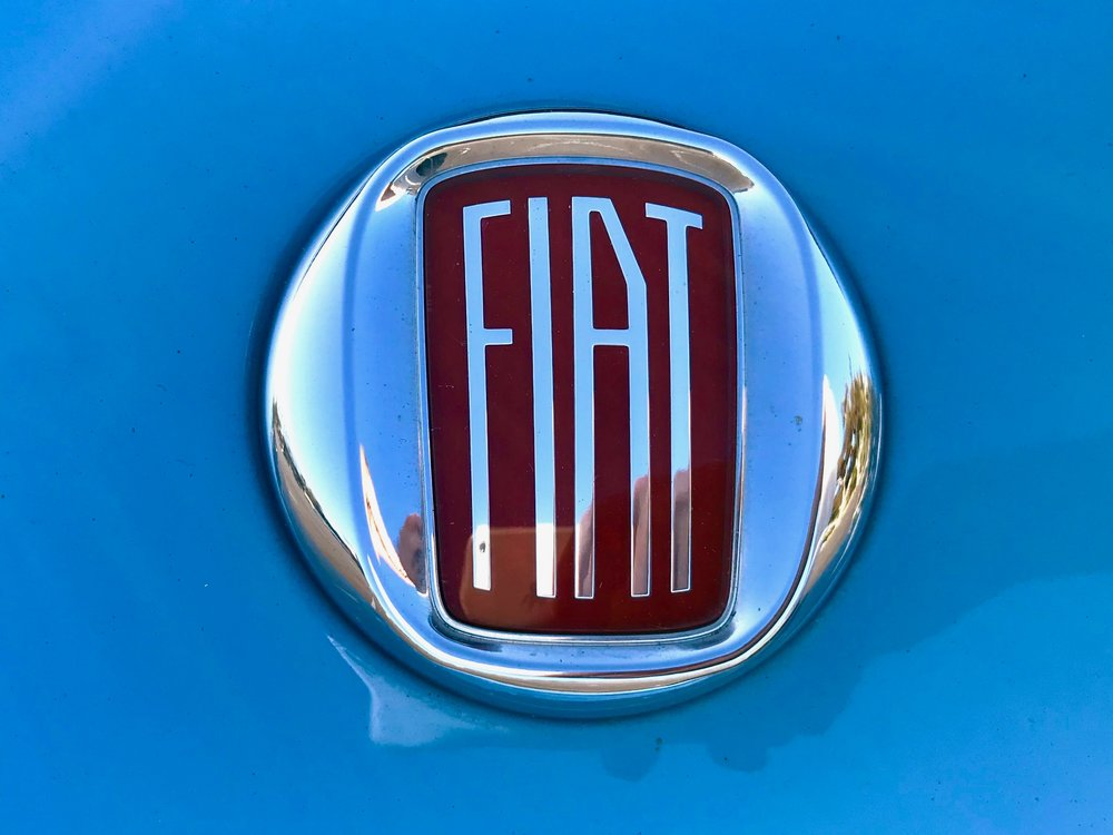 Every Fiat logo on the car is a classic version with more elongated lettering than the modern logo. It's a detail like this you can appreciate.