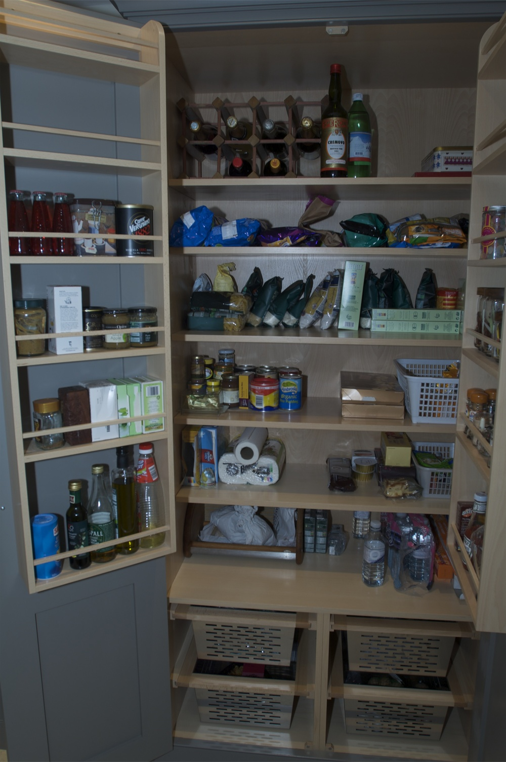 Double larder cupboards are a great for storing dry foods, crockery, bottles etc