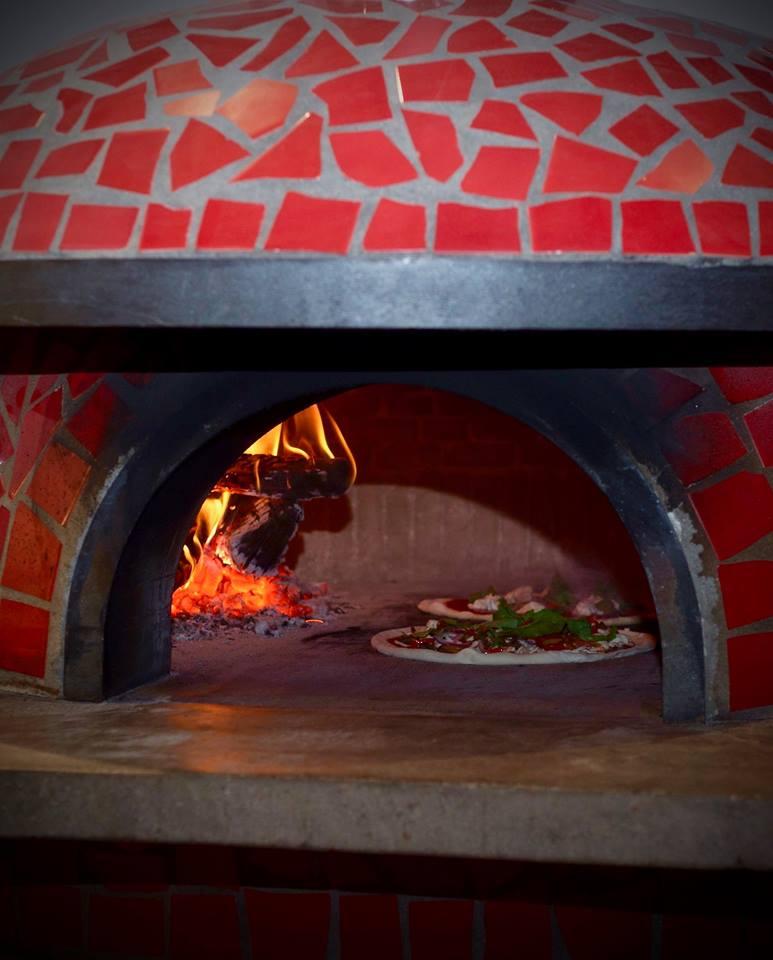 BrickOvenwithPizza.jpg