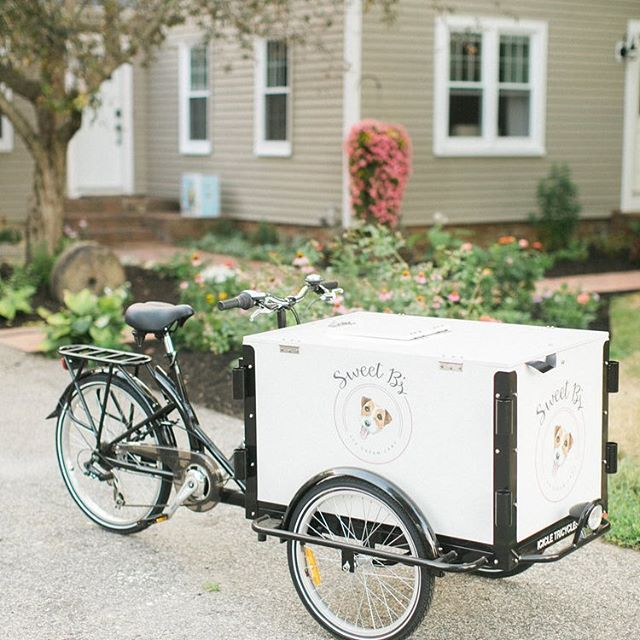 Did you know we have an ice cream cart? @sweetbicecreamcart serves up local, homemade ice cream to your guests from our bicycle powered cart. Perfect for those hot New England days or as a fun late night snack! 📸: @rutheileenphoto