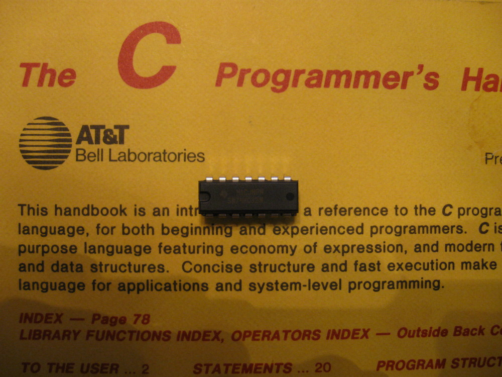 A Texas Instruments SN74HC32N quad 2 input OR gate.