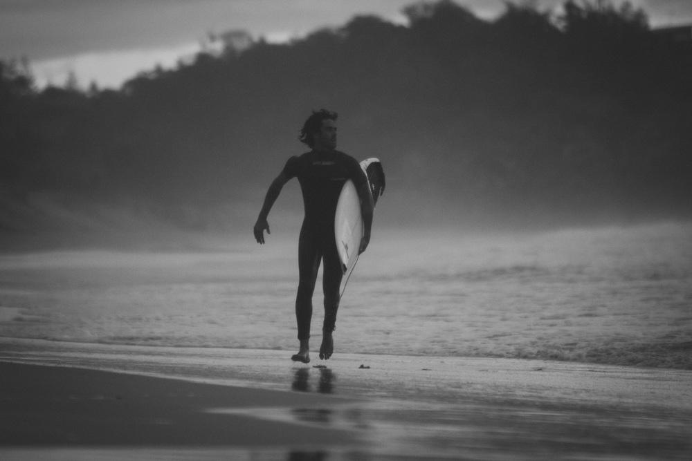 Surfer-burleigh=heads.jpg