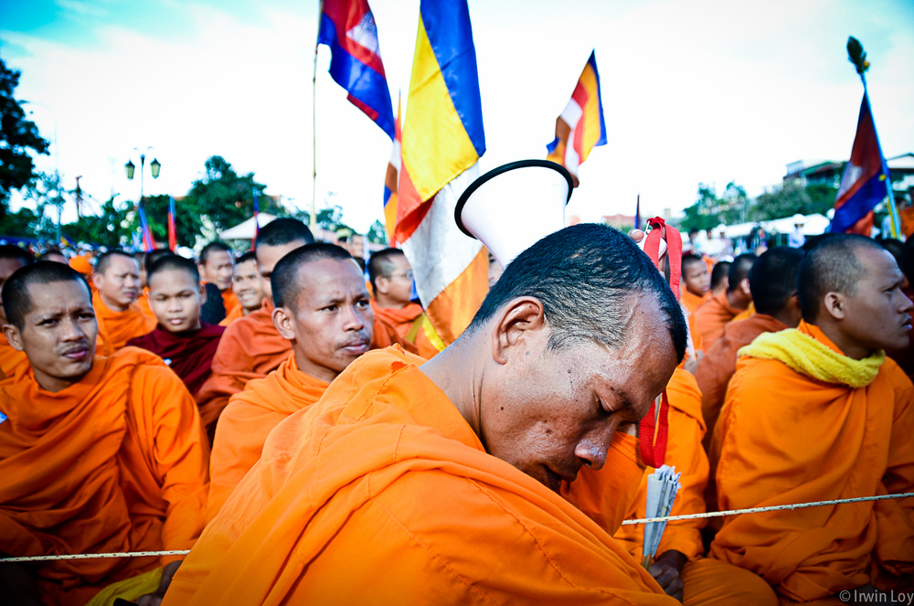 A monk rests during an opposition protest in Phnom Penh, September 16, 2013.