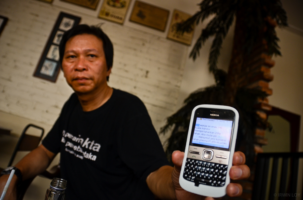 Journalist Harry Surjadi began the SMS news program in 2010, training 200 villagers from around West Kalimantan as citizen journalists.