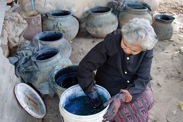 kokkabok-indigo-dyeing.jpg