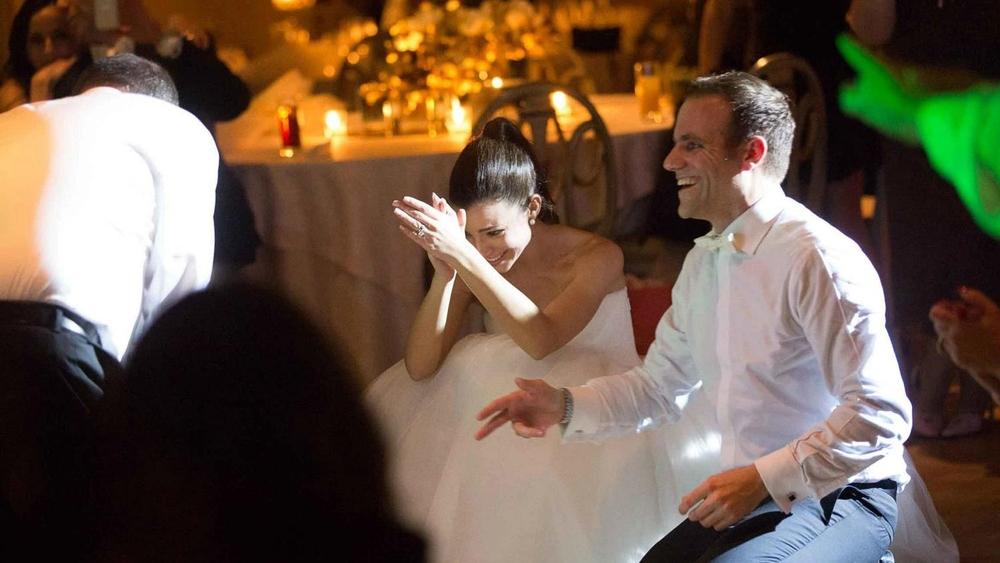 αξεχαστο παρτυ μετα τον πρωτο χορο, δειτε εδω πως μπορει να ειναι και ο δικοσ σασ γαμοσ!