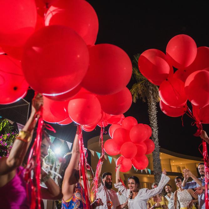 κόκκινα μπαλόνια στην πίστα