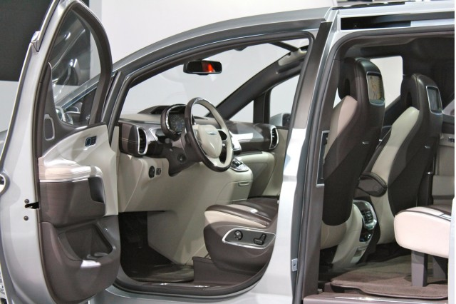 Chrysler 700 Concept 6e.jpeg