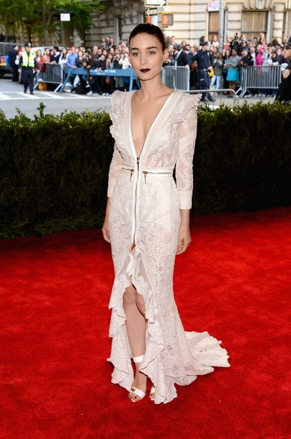 rooney_mara_met_gala_in_new_york_6may2013_7d8xXpk9.sized.jpg