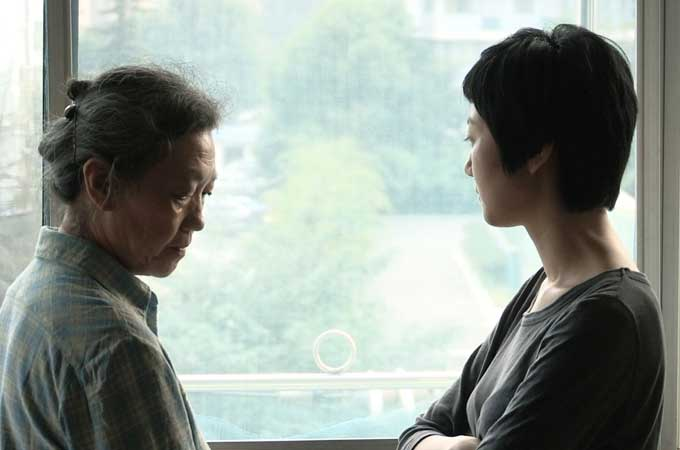 Ji-Yi-Wang-Zhe-Wo---Stills-03---Daughter-Fang-and-Mother_RR_680x450.jpg