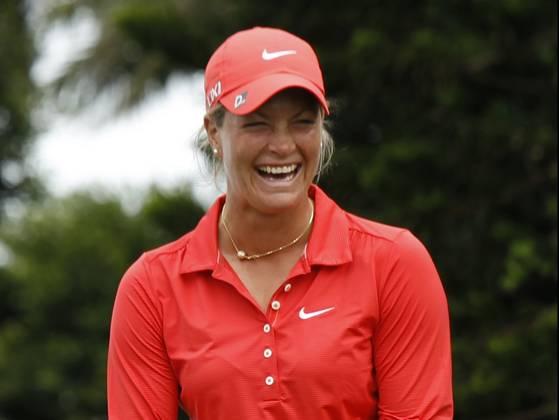 Suzann-Pettersen-wins-Taiwan-Championship-smile.jpg