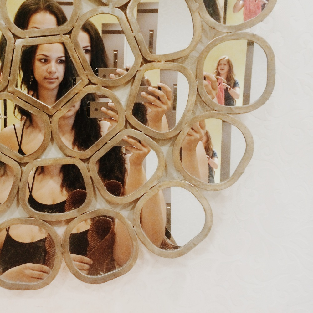 We could not be more obsessed with this  Honeycomb Ring Mirror  from Anthropologie. Swoon.