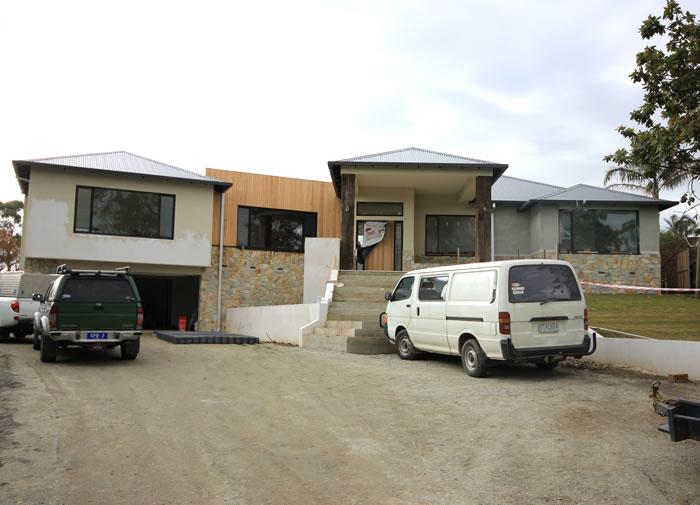 6837a-houseonthehillupdatebluefruitdesigntimbercladdingstoneironbarkpostscontemporaryaustralianhomestead.jpg