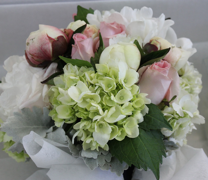 wedding bouquet hydrangeas old roses peony
