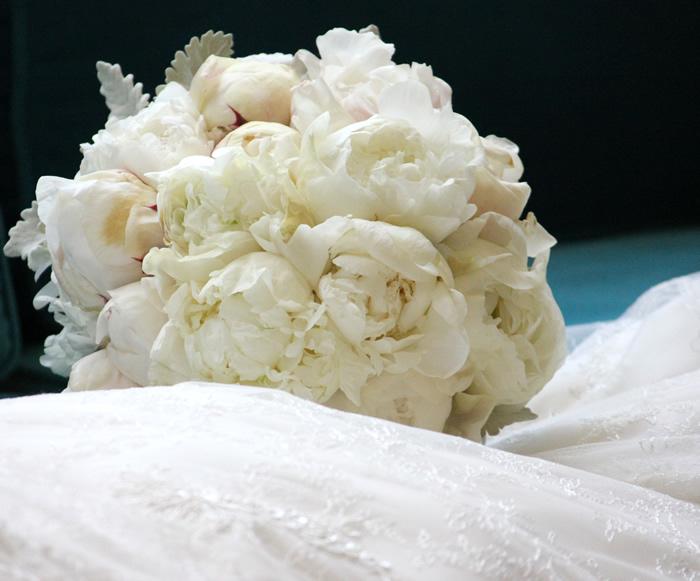 bridal bouquet white hydrangeas peony