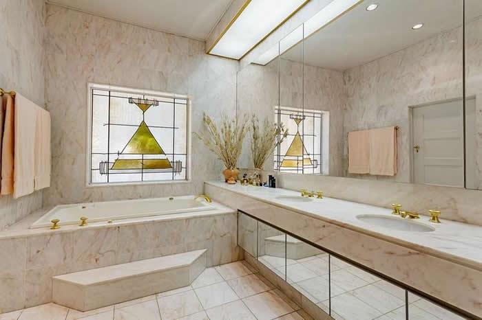 bathroom with pink travertine