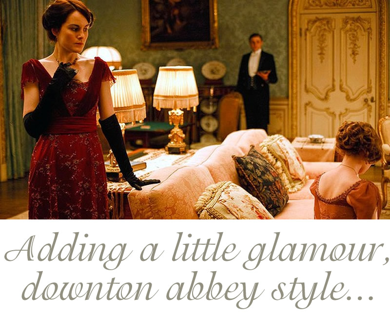 downton-abbey pink sofa